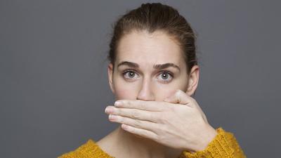 aparelho causa mau hálito
